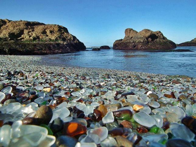 Это стоит увидеть - стеклянный пляж