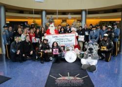 Больница Роберта Вуда Джонсона в Нью Джерси поздравила маленьких пациентов с Рождеством
