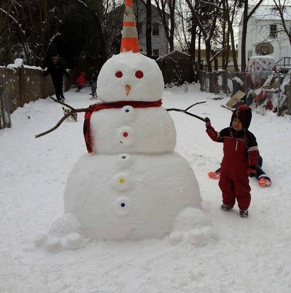 Отличный проект стартовал в Brunswick- каждому горожанину, по снеговику!