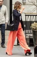 Джесика вчера в NY выходит из отеля..