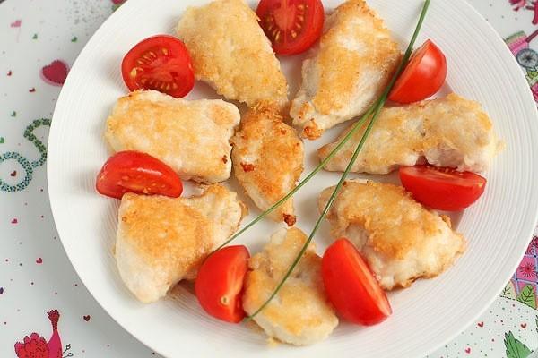 Куриные наггетсы -любимая пища всей детворы.