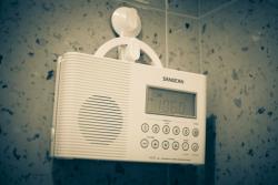 Почему бы не купить себе душевное радио?