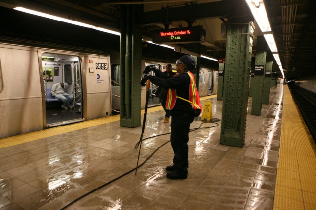 Тем временем на станции метро Атлантик Авеню – улица Пацифик, Бруклин