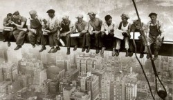 Строителей работа опасна и трудна, особенно в 30-е годы