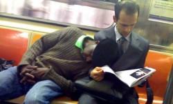 Чувак в метро чёт приуныл