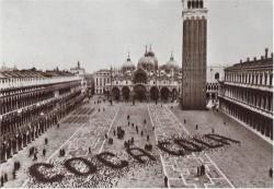 Реклама Coca–Cola, созданная с помощью голубей на площади Святого Марка, Венеция, 1960–е