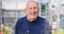 В нашем любимом Walmart самый старший сотрудник празднует свое 103-летие.