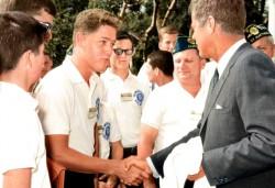 Молодой Билл Клинтон и Джон Кеннеди, 24 июля 1963 года, Вашингтон, США
