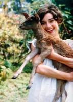 Одри Хепберн и ее ручной олененок, 1958 г.