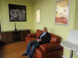 Кто бы мог подумать, что фото в рамке будет стоить дороже дивана...