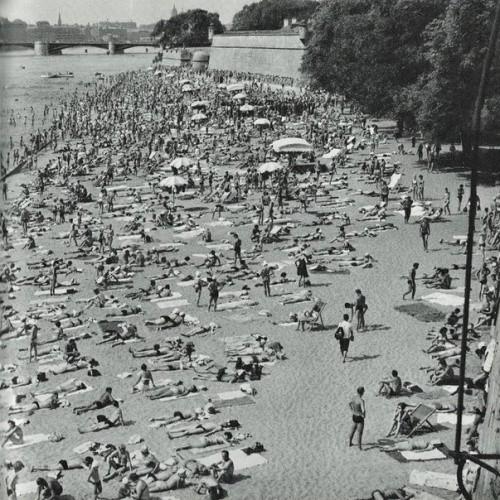 Пляж у Петропавловской крепости, Ленинград, 1963 год