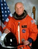 Сенатор Джон Глен - cамый взрослый астронавт. Ему 77 лет