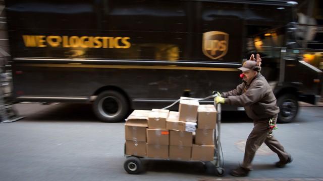 История развития почты: Служба экспресс-доставки UPS была основана двумя подростками, вложившими в компанию 100 долларов