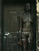 Дверь или роспись по телу?