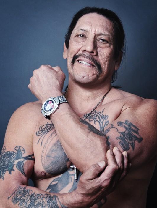 Дэнни Трехо, известный как Мачете отсидел, 11 лет за наркотики и ограбление.