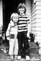 Леонардо Вильгельм Ди Каприо и его сводный брат Адам, 1970–е годы, США