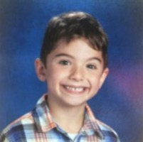 Ребенок погиб в школе из-за стола, который упал не него
