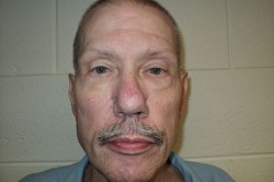 Мужчина по ошибке провел в тюрьме 33 года