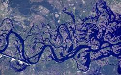 Река Днепр - фото прямиком из космоса