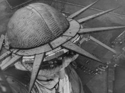 Фото статуи Свободы, сделанное с факела, 1930