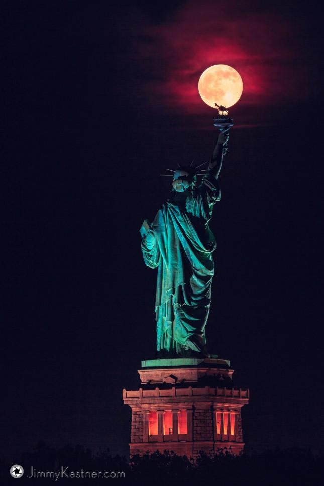 Полнолуние в день солнцестояния в Нью–Йорке