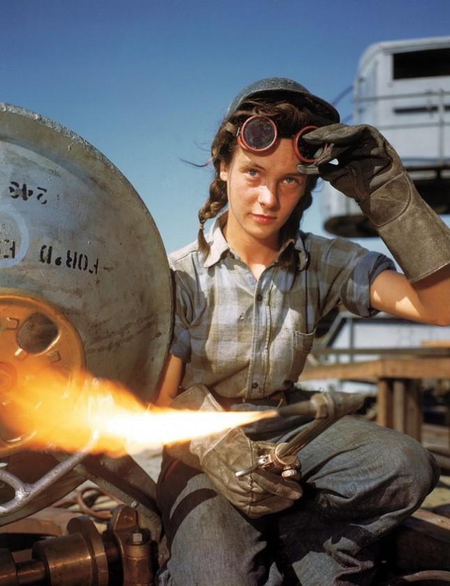 Сварщица Winnie на строительстве подводной лодки, 1943 год, Гротон, Коннектикут, США