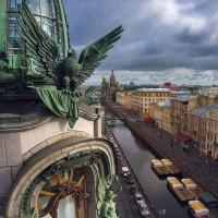 Американский орел над Невским проспектом