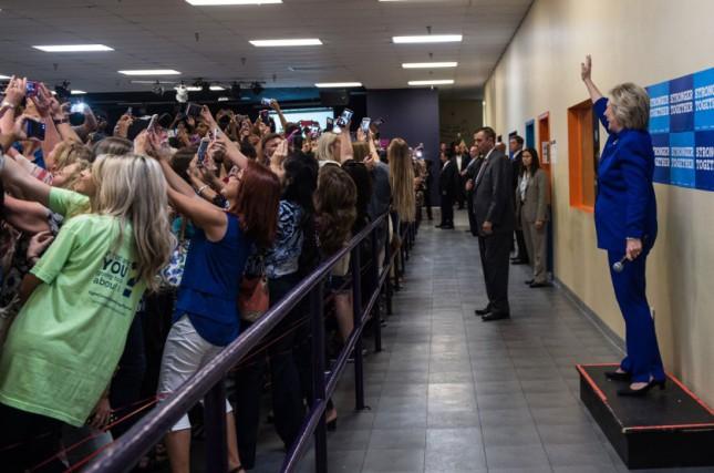 фото 2016      Селфи с Хилари Клинтон
