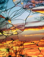Хобби - снимать закат через разбитое стекло.