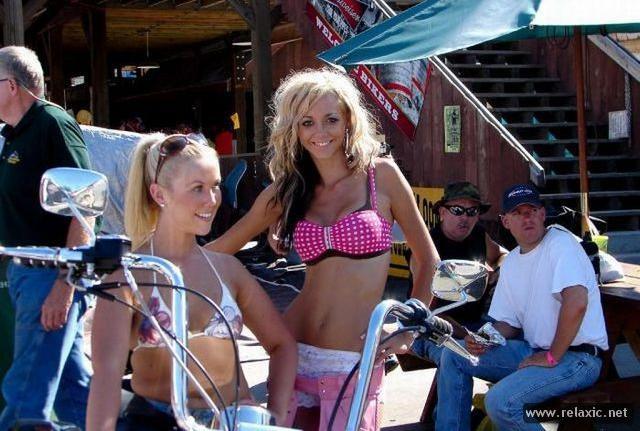 Девчонки моторалли в Стурджисе (45 фото)