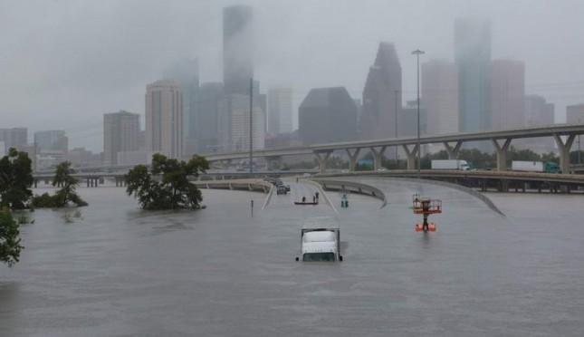 Западные ученые утверждают, что потоп в Хьюстоне был вызван Россией. Разумеется, ураган во Флорида - не исключение.