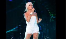 71-летняя певица, которая выглядит втрое моложе и впятеро горячей !