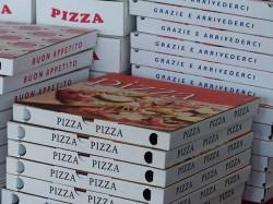 За какой анекдот была уволена сотрудница пиццерии?
