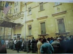 Очередь в Американское посольство, 1990–е годы, Москва