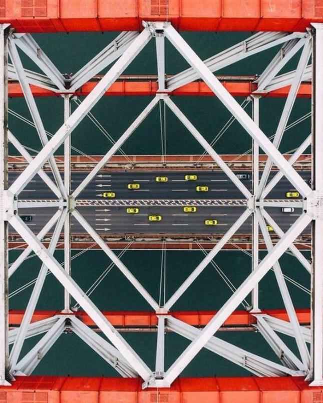 Один из мостов Нью–ЙоркаВ Нью–Йорке много прекрасного. И мосты в нем прекрасны.