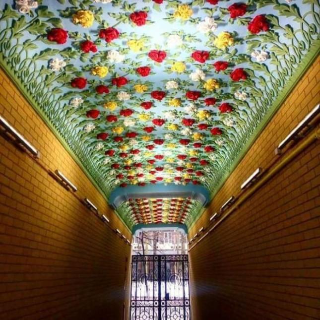 Неприметная внешне и невероятная внутри, арка на улице Олеся Гончара. Киев.