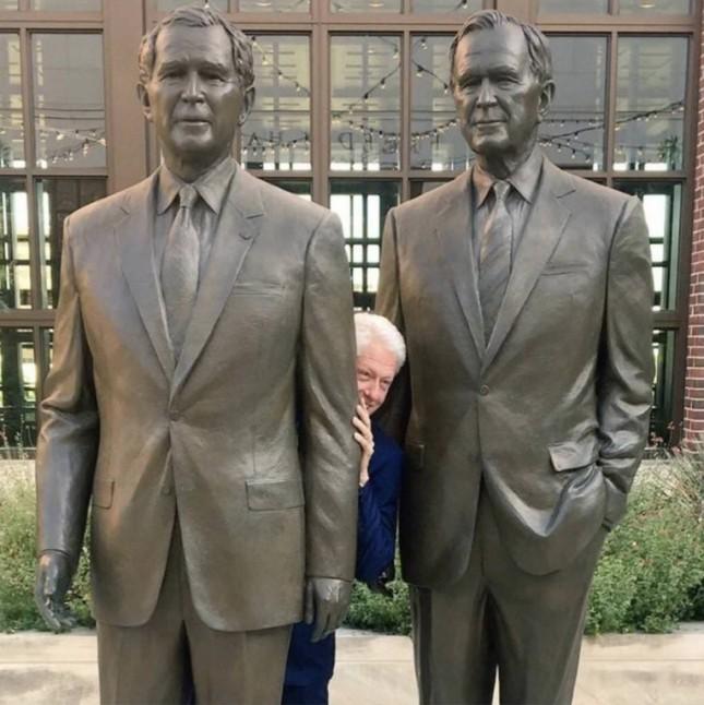 Bill Clinton hiding in the Bushes