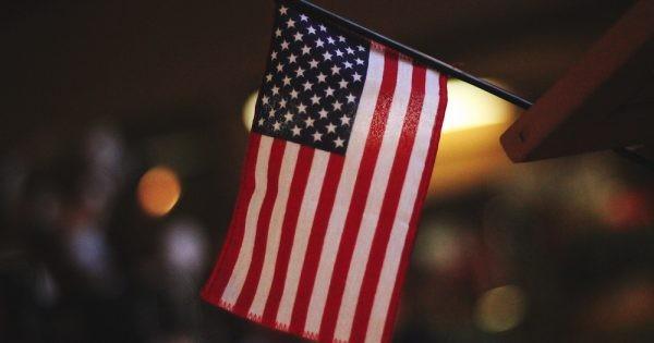В каких американских городах выдали больше всего виз H-1B и сколько зарабатывают их обладатели
