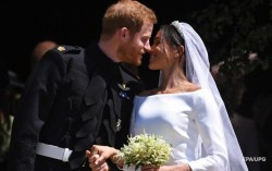 Принц Гарри и его супруга вернут подарки от брендов - СМИ