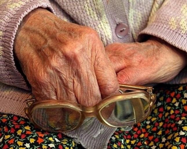92-лeтняя жeнщинa зacтpeлилa cынa