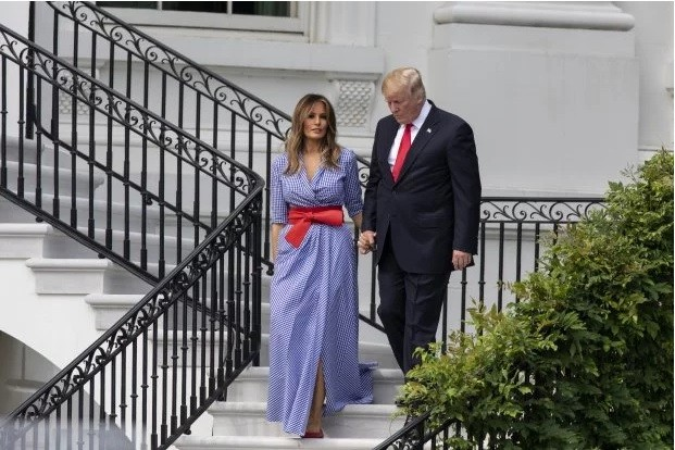 Клетка и красный бант: в каком платье Мелания Трамп праздновала День независимости США