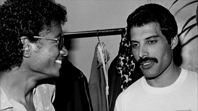 Я хочу, чтобы кто-то посмотрел на меня, как Майкл Джексон смотрит на Фредди Меркьюри