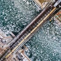 Метромост на фоне ледохода в Чикаго